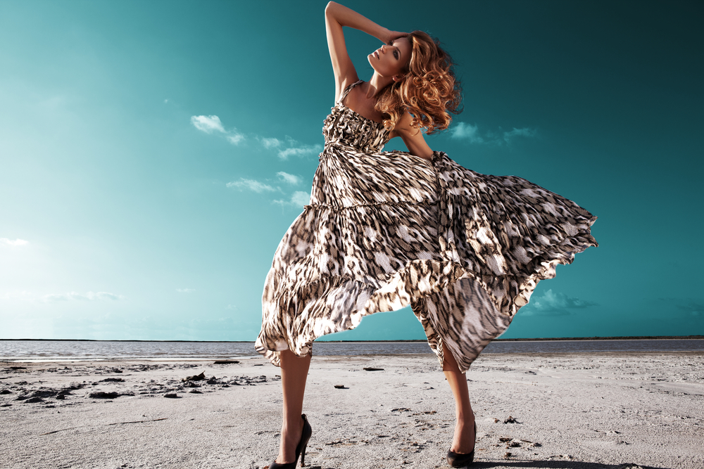 Salty_Desert_High_Fashion_Shoot_by_AS_Inc_unter_Verwendung_Lizenz_Shutterstock.com