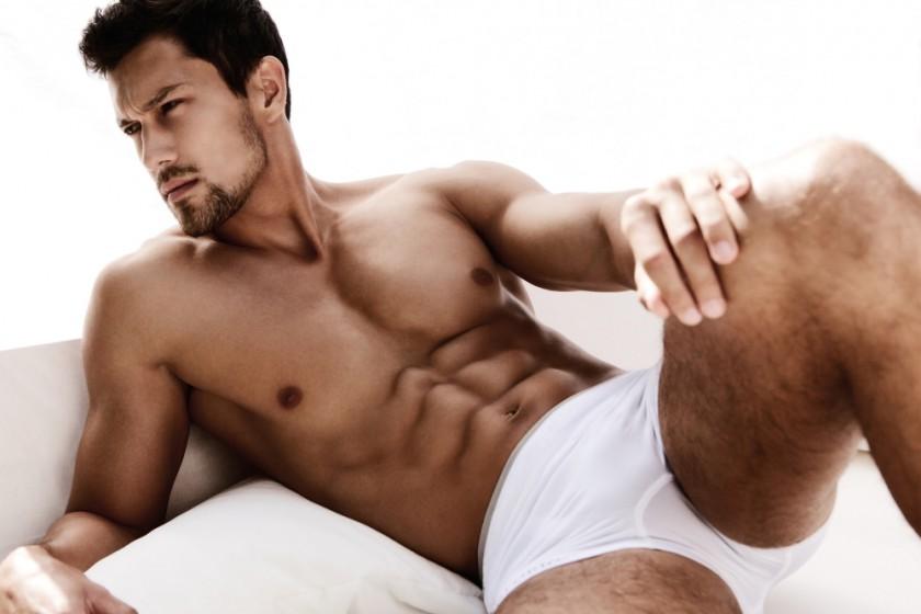 Sexy_portrait_of_a_very_muscular_male_model_in_underwear_by_AS_Inc_unter_Verwendung_Lizenz_Shutterstock_s