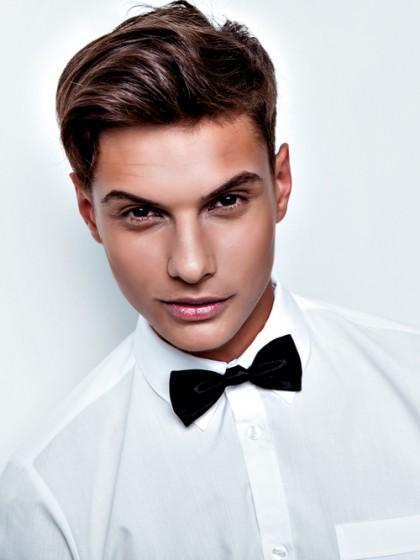 Sexy_young_elegant_man_by_White_Room_unter_Verwendung_Lizenz_Shutterstock.com