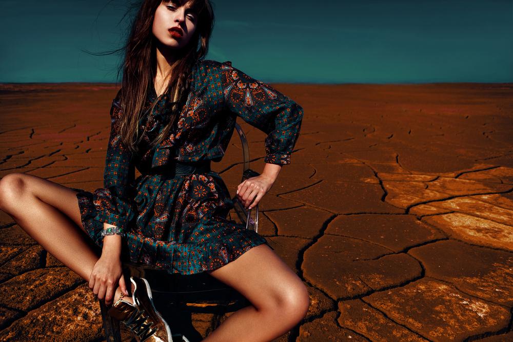 Glamorous_woman_in_dress_by_ASInc_unter_Verwendung_Lizenz_Shutterstock.com